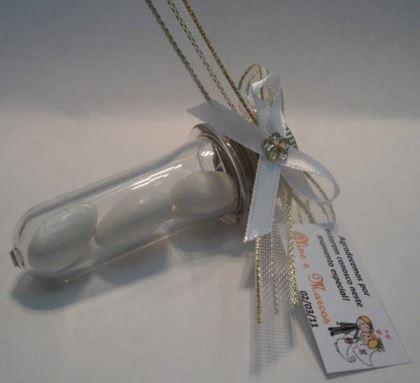 tubo-de-ensaio-com-amendoas-casamento