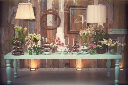 mesa-de-casamento-molduras-na-parede