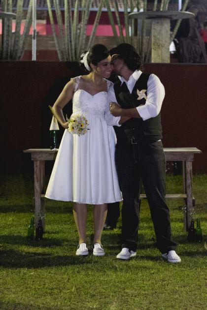 casamento-ao-ar-livre-economico-sem-grana-noivos-de-tenis-vestido-curto (11)