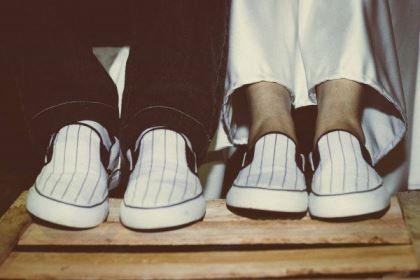 casamento-ao-ar-livre-economico-sem-grana-noivos-de-tenis-vestido-curto (14)
