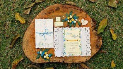 casamento-economico-de-dia-ao-ar-livre-chacara-noiva-com-coroa-de-flores-decoracao-faca-voce-mesmo-azul-e-amarelo- (1)