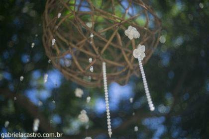 casamento-economico-de-dia-ao-ar-livre-chacara-noiva-com-coroa-de-flores-decoracao-faca-voce-mesmo-azul-e-amarelo- (16)
