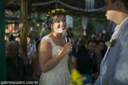 casamento-economico-de-dia-ao-ar-livre-chacara-noiva-com-coroa-de-flores-decoracao-faca-voce-mesmo-azul-e-amarelo- (32)