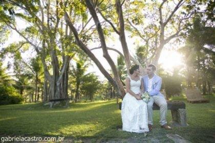 casamento-economico-de-dia-ao-ar-livre-chacara-noiva-com-coroa-de-flores-decoracao-faca-voce-mesmo-azul-e-amarelo- (37)
