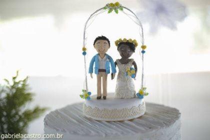 casamento-economico-de-dia-ao-ar-livre-chacara-noiva-com-coroa-de-flores-decoracao-faca-voce-mesmo-azul-e-amarelo- (4)