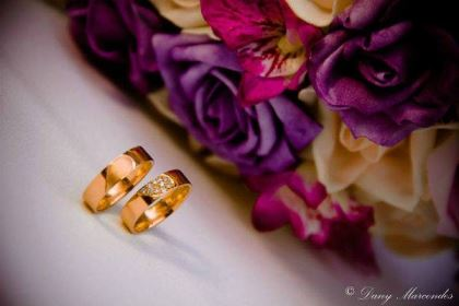 casamento-economico-pequeno-mini-wedding-de-manha-sao-paulo-sapato-roxo-decoraca-roxa-e-lilias (2)