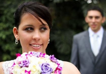 casamento-economico-pequeno-mini-wedding-de-manha-sao-paulo-sapato-roxo-decoraca-roxa-e-lilias (28)
