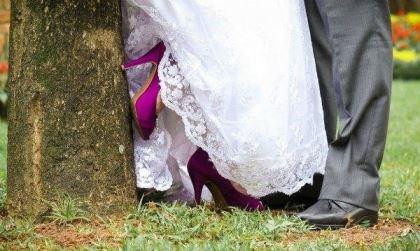 casamento-economico-pequeno-mini-wedding-de-manha-sao-paulo-sapato-roxo-decoraca-roxa-e-lilias (29)