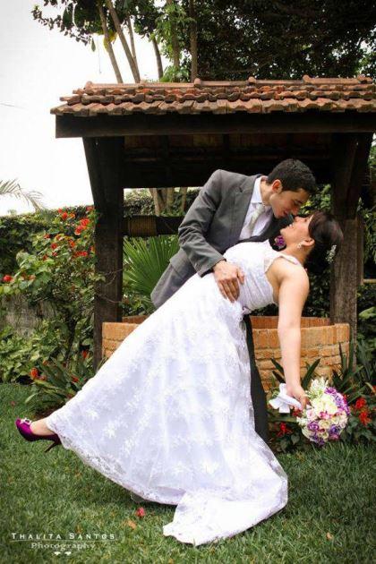 casamento-economico-pequeno-mini-wedding-de-manha-sao-paulo-sapato-roxo-decoraca-roxa-e-lilias (4)