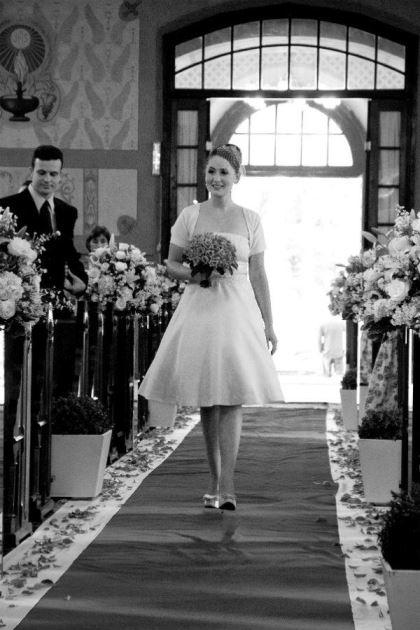 casamento-economico-retro-anos-50-curitiba-parana-vestido-de-noiva-curto-festa-salao-da-igreja (11)