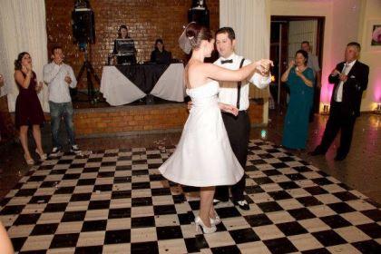 casamento-economico-retro-anos-50-curitiba-parana-vestido-de-noiva-curto-festa-salao-da-igreja (23)