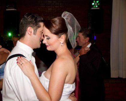 casamento-economico-retro-anos-50-curitiba-parana-vestido-de-noiva-curto-festa-salao-da-igreja (25)
