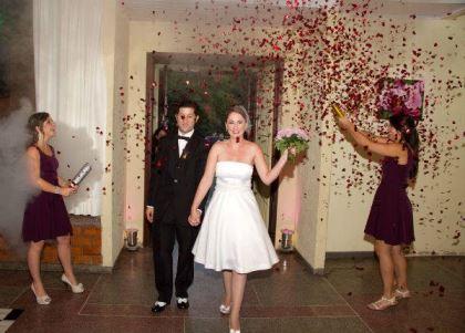 casamento-economico-retro-anos-50-curitiba-parana-vestido-de-noiva-curto-festa-salao-da-igreja (6)