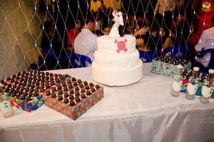 casamento-economico-menos-5-mil-goias-noiva-de-preto-bolo-e-champanhe (16)