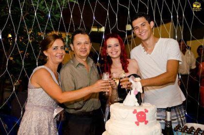 casamento-economico-menos-5-mil-goias-noiva-de-preto-bolo-e-champanhe (17)