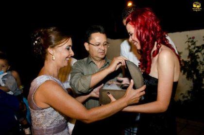 casamento-economico-menos-5-mil-goias-noiva-de-preto-bolo-e-champanhe (20)