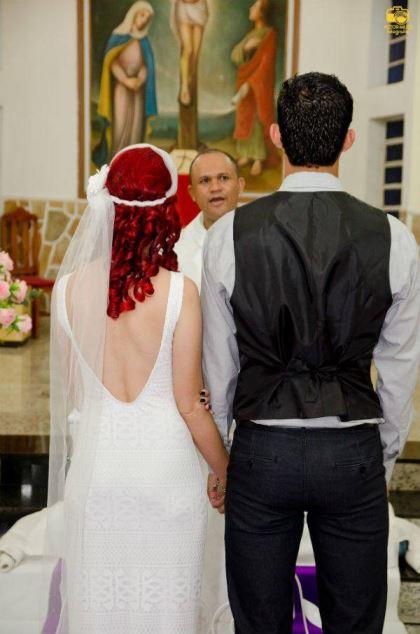 casamento-economico-menos-5-mil-goias-noiva-de-preto-bolo-e-champanhe (9)