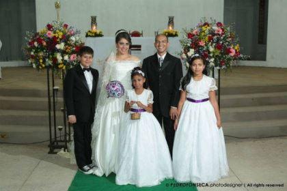 casamento-economico-minas-gerais-350-pessoas-12-mil-reais-decoraca-faca-voce-mesmo-buque-de-feltro-noiva-de-all-star (11)