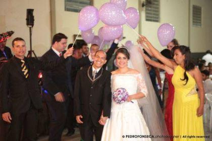 casamento-economico-minas-gerais-350-pessoas-12-mil-reais-decoraca-faca-voce-mesmo-buque-de-feltro-noiva-de-all-star (18)