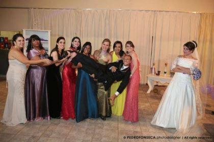 casamento-economico-minas-gerais-350-pessoas-12-mil-reais-decoraca-faca-voce-mesmo-buque-de-feltro-noiva-de-all-star (19)