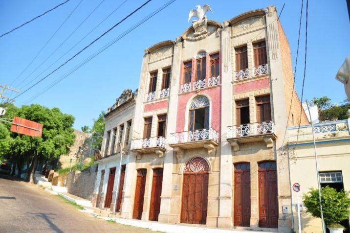 Casa Vasquez, construída em meados de 1800 e que hoje abriga a sede do Instituto Homem Pantaneiro.