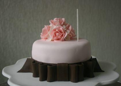 carolina-tavora-cake-designer-brasilia-casando-sem-grana-bolo-lousa-fornecedores-descolados (1)