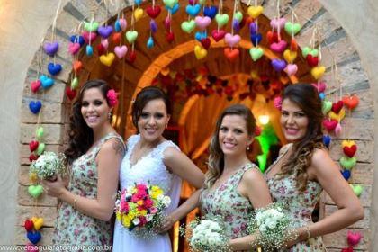 coracoes-coloridos-casamento-colorido-ar-livre-fernanda-e-rafael (21)