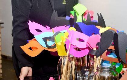 coracoes-coloridos-casamento-colorido-ar-livre-fernanda-e-rafael (4)