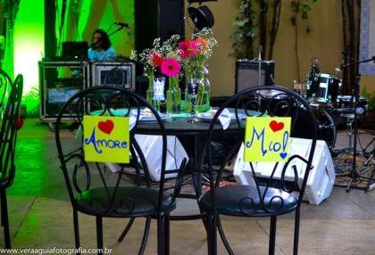 coracoes-coloridos-casamento-colorido-ar-livre-fernanda-e-rafael (9)