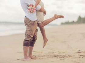 lua de mel na praia casal